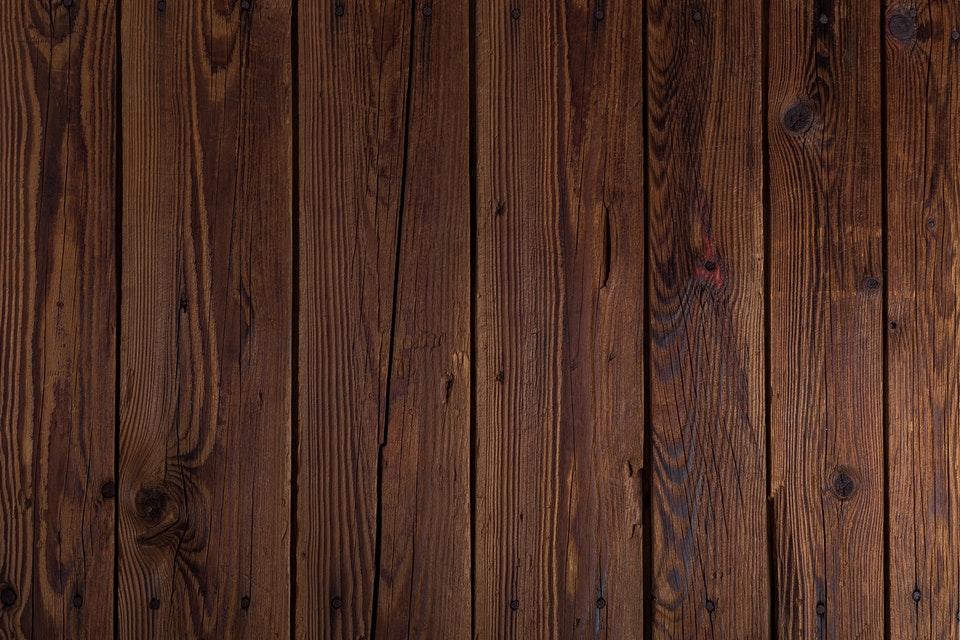 Na co zwrócić uwagę podczas wyboru lakieru do drewna